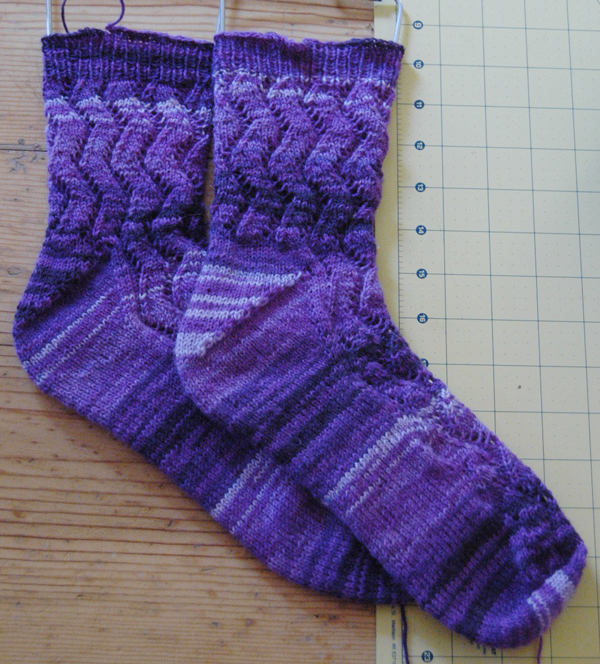 purple-toe-up-socks